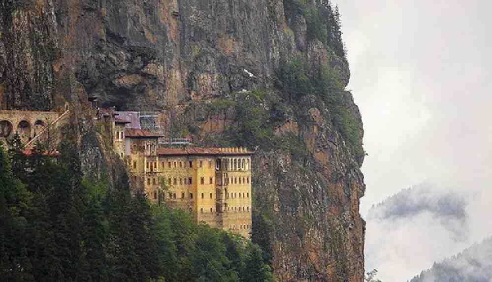 Sümela Manastırı'nda restorasyon çalışmaları devam ediyor