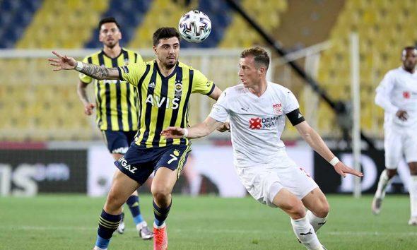 Sivasspor'a yenilen Fenerbahçe şampiyonluğa havlu attı