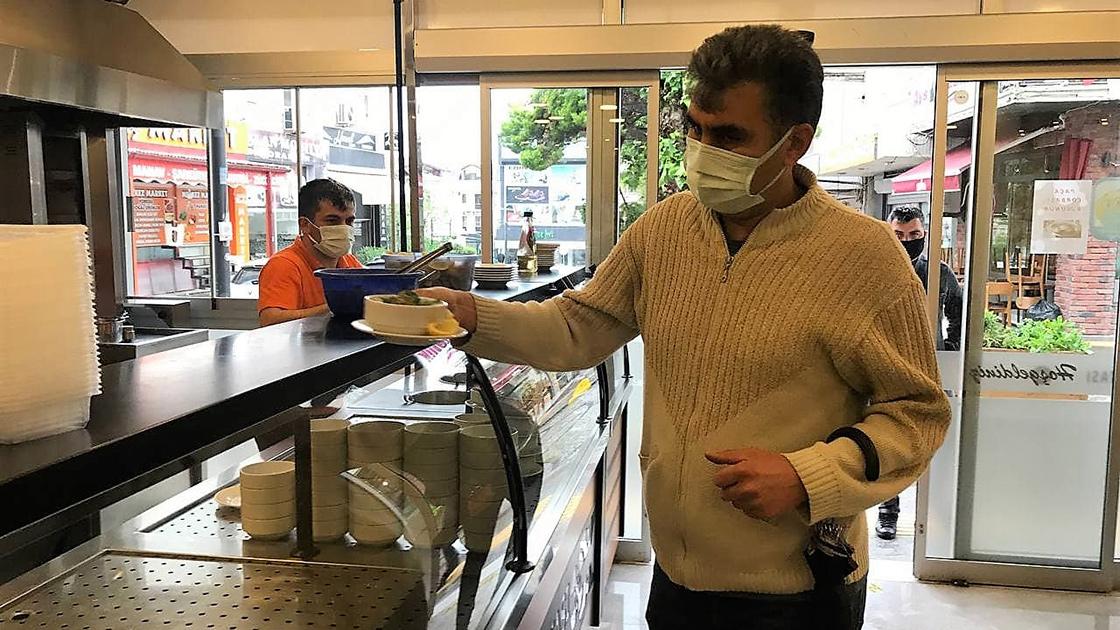 Restoran ve kafeler kademeli normalleşme kapsamında müşteri kabul etmeye başladı