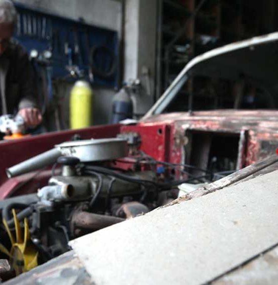 'Anadol' otomobiller 'Dede Suat'ın elinde hayata dönüyor