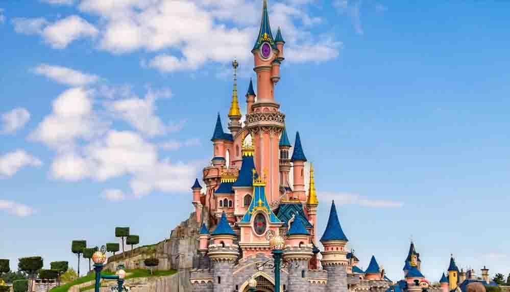 Disneyland Paris kapılarını yeniden açtı