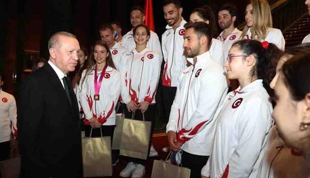 Erdoğan'dan cimnastikçilere dikkat çeken uyarı: Madalyaları çaldırmayın