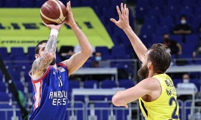 Fenerbahçe'yi seride 3-0 ile geçen Anadolu Efes, 2020-2021 sezonunun şampiyonu oldu