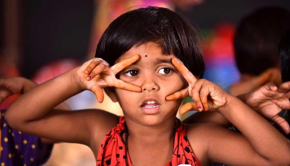 Hindistan'da en fazla çocuk yapan aileye para ödülü, sertifika ve kupa