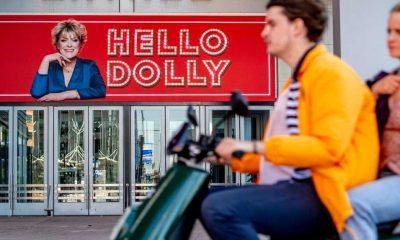 Hollanda'da gece yarısından itibaren tiyatrolar açıldı, bütün biletler tükendi