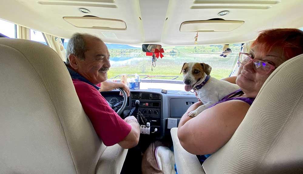 Köpekleri Tarçın ile karavanla Karadeniz turuna çıktılar