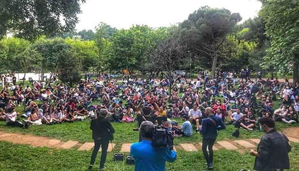 """Redd grubundan Maçka Parkı'nda açık hava konseri: """"Sizi hiçe saydık, virüsü değil"""""""