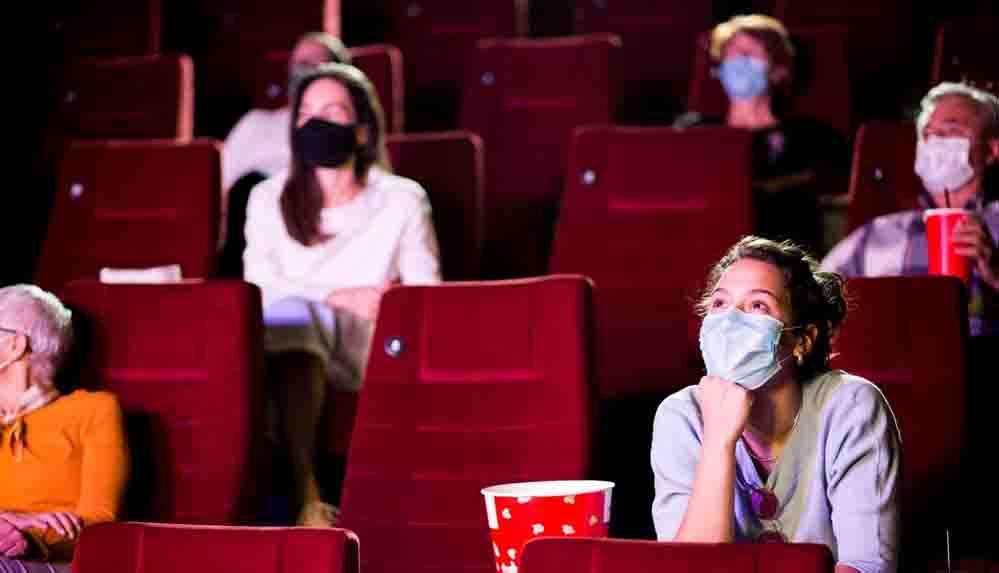 Dün açıldığı açıklanan sinema salonları, yayınlanan genelgeyle 1 Temmuz'a kadar kapatıldı!