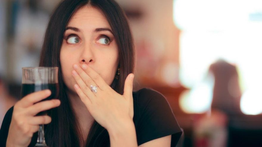 Hıçkırık neden olur? Hıçkırık nasıl geçer? Hıçkırığa iyi gelen 6 yöntem