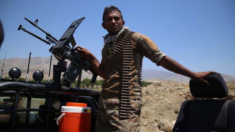 Taliban Afganistan'da bazı sınır kapılarını ele geçirdi