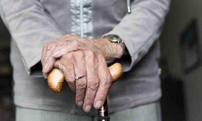 70 yaşındaki kadın eşini bastonla döverek öldürdü
