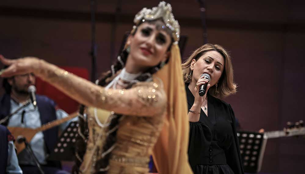 Azerbaycanlı sanatçı Azerin başkentli müzikseverlerle buluştu