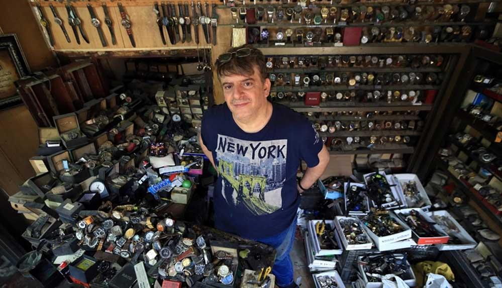 Bağdatlı saat tamircisi müzeyi andıran dükkanında 41 yıldır zamanı ayarlıyor