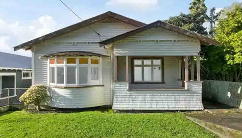 Çürümeye yüz tutmuş üç odalı ev 12,43 milyon liraya alıcı buldu