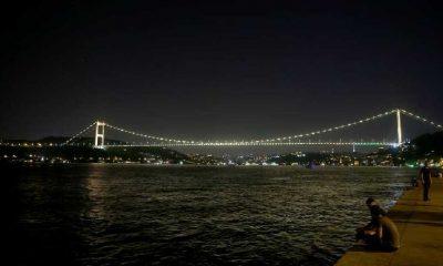 Dünya Hepatit Günü için İstanbul'un simge noktaları ışıklandırıldı