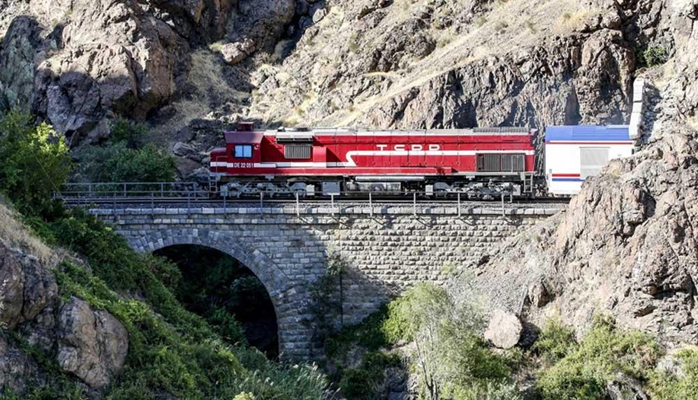 Güney Kurtalan Ekspresi'nin masalsı yolculuğu demir ağların 'son durağı' Siirt'ten yeniden başladı