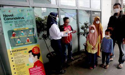 Güney Asya'da en fazla vakanın görüldüğü ülke olan Endonezya'da, yabancılar ülkeyi terk etmeye başladı