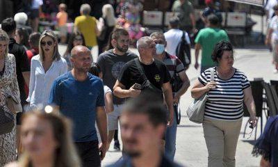 İngiliz uzmandan uyarı: Aşısız gençler Delta'yı daha ağır geçiriyor
