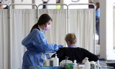 İngiltere, Kovid-19 aşısının iki dozunu yaptıranlara karantinayı kaldırıyor