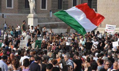 İtalya'da zorunlu hale getirilen 'Yeşil Geçiş' belgesi protestosu