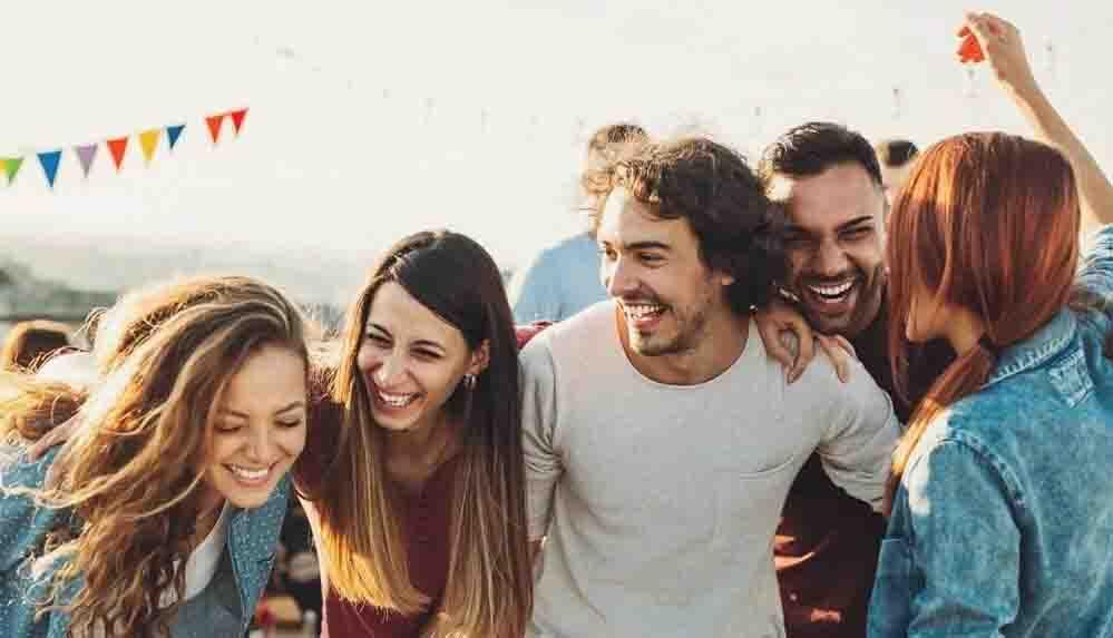 İlişkilerin çoğu nasıl başlıyor: İlk görüşte aşk mı, arkadaşlık ilişkisi mi?