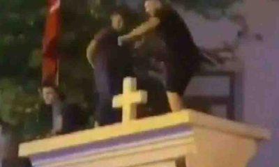 Kadıköy'de kilisenin duvarının üstüne çıkıp oynayan 3 şüpheli gözaltına alındı