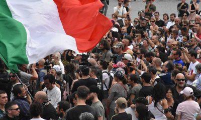 İtalya'da zorunlu hale getirilen 'Yeşil Pasaport' belgesi protesto edilmeye devam ediyor