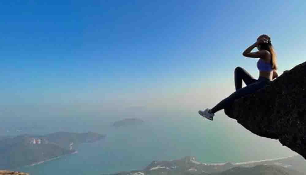 Kayalıklara selfie çekmek için çıktı; hayatını kaybetti