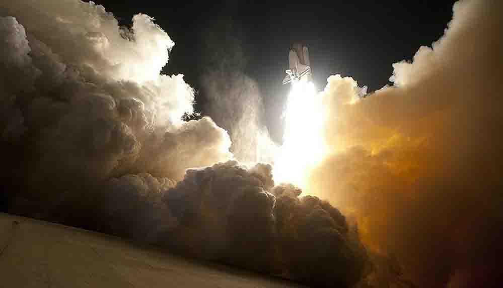 Milyarderler rekabeti uzaya taşıdı