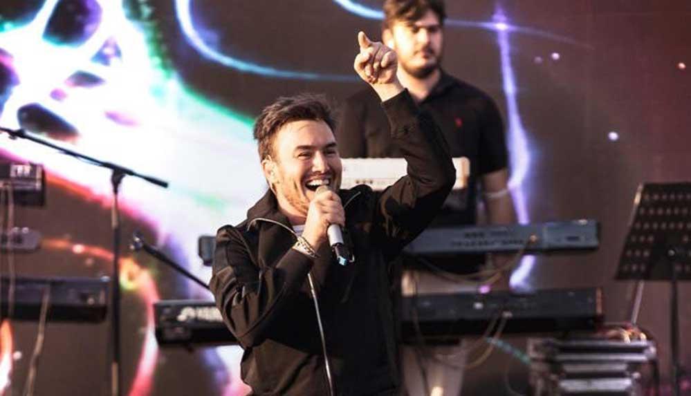 Mustafa Ceceli'den Balık Gölü Festivali'nde Kürtçe performans