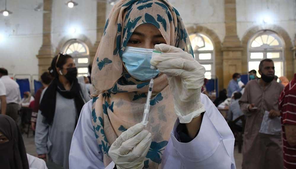 Pakistan'dan yurt içi hava yolu seyahatleri için Kovid-19 aşı zorunluluğu