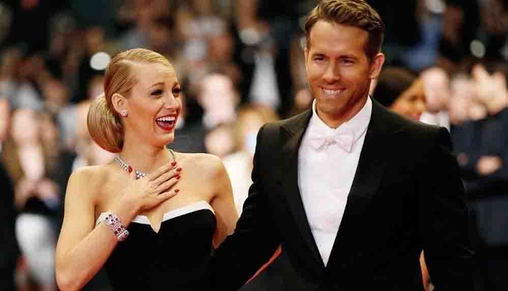 """Ryan Reynolds eşi Blake Lively ile geçmiş anısını anlattı: """"Benimle yatması için yalvardım"""""""