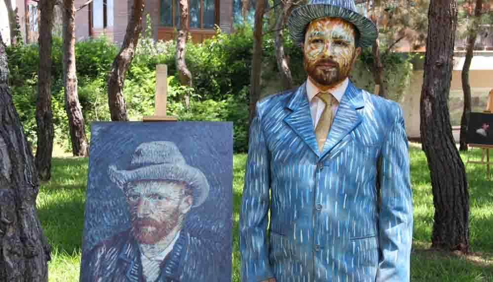 Sağlıkçılar ünlü ressamların tablolarını canlandırdılar