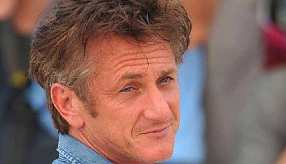 Sean Penn'den aşı karşıtlarına benzetme: Sokağa çıkıp insanların yüzüne silah doğrultmak gibi