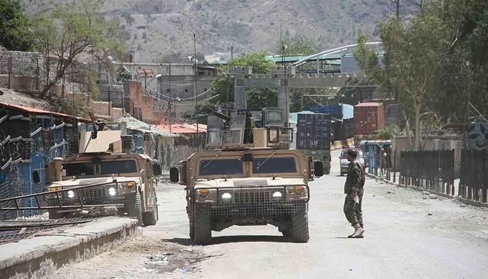Afganistan'da az sayıdaki yerleşimin kontrolü için Taliban ile yerel gruplar arasındaki bekleyiş sürüyor