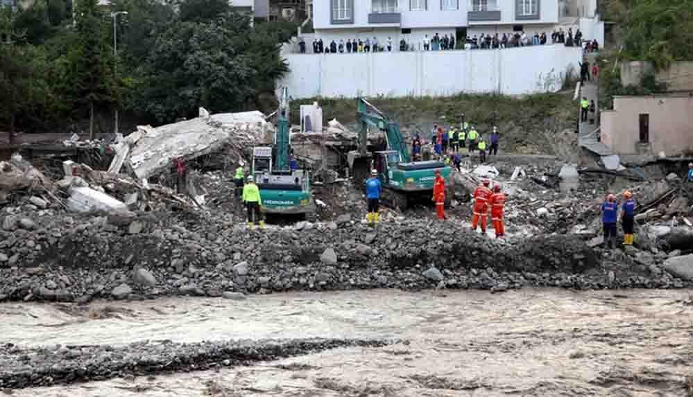 Bozkurt'ta sel felaketinde çöken Ölçer Apartmanı'nın müteahhidi gözaltına alındı