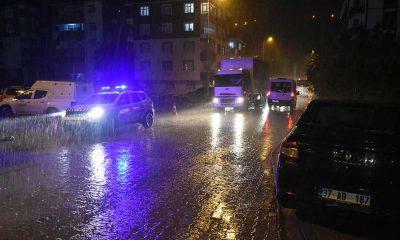 Bozkurt'ta şiddetli yağış: Kurulan seyyar askeri köprü, sel ihtimaline karşı kaldırıldı