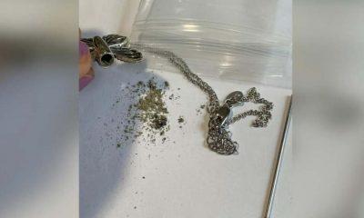 Büyükannesinin küllerini koymak için satın aldığı kolyeden başkasına ait kalıntıları çıktı