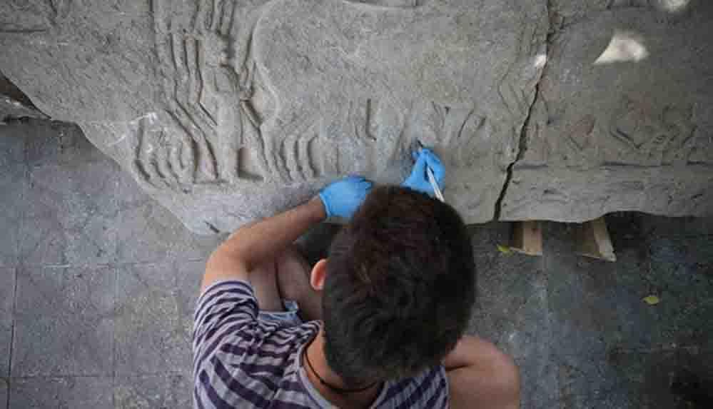 Daskyleion Antik Kenti'nde Pers-Yunan savaşlarını anlatan taş kabartmalar bulundu