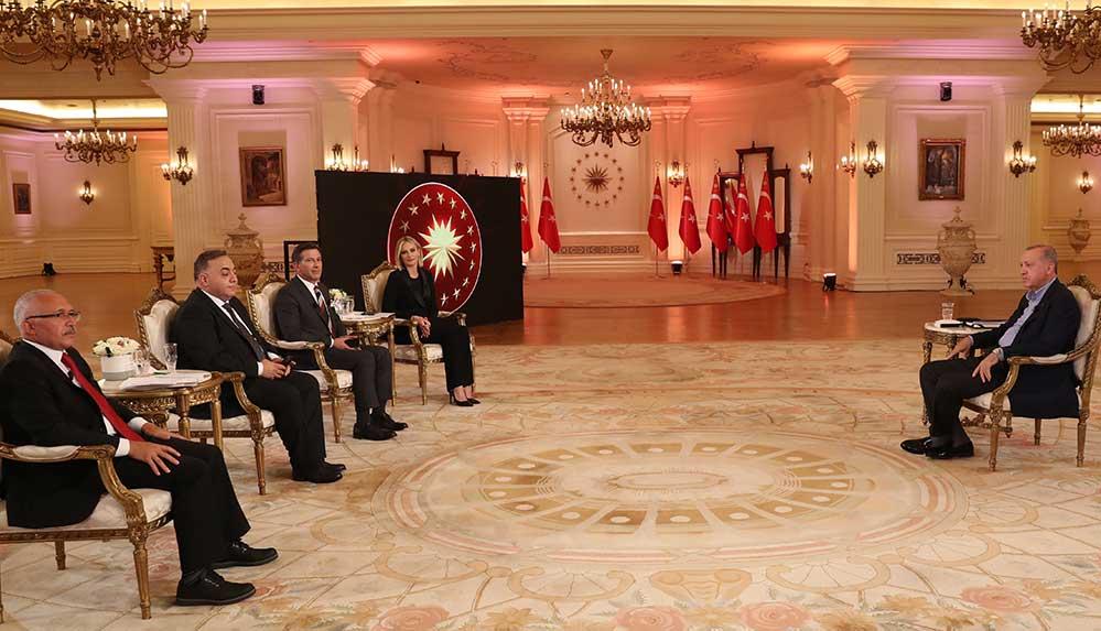 Yeni Şafak yazarı Öztürk, Erdoğan'ın canlı yayınlarda kullandığı cihazı açıkladı