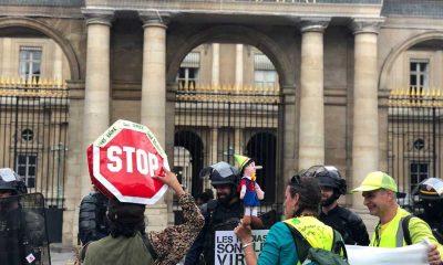 Fransa'da Covid-19 yasasını onaylaması protesto ediliyor