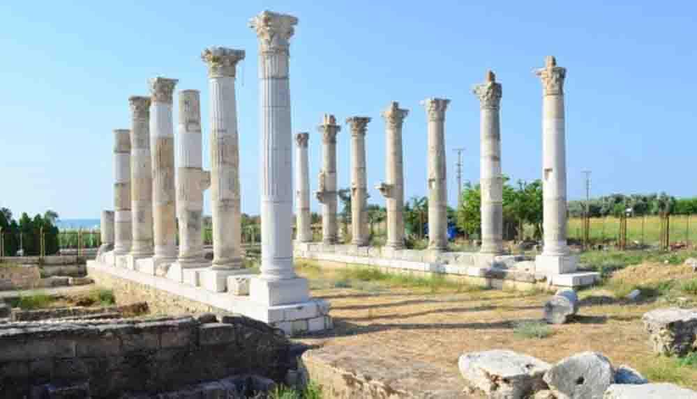 Gök bilimci ve şair Aratos'un anıt mezarının geçidine ulaşıldı