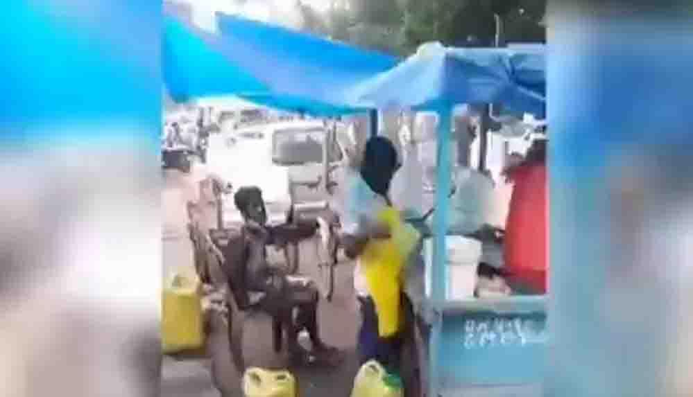 Hindistan'da yemek hazırlarken kullandığı kupaya işeyen satıcı tutuklandı