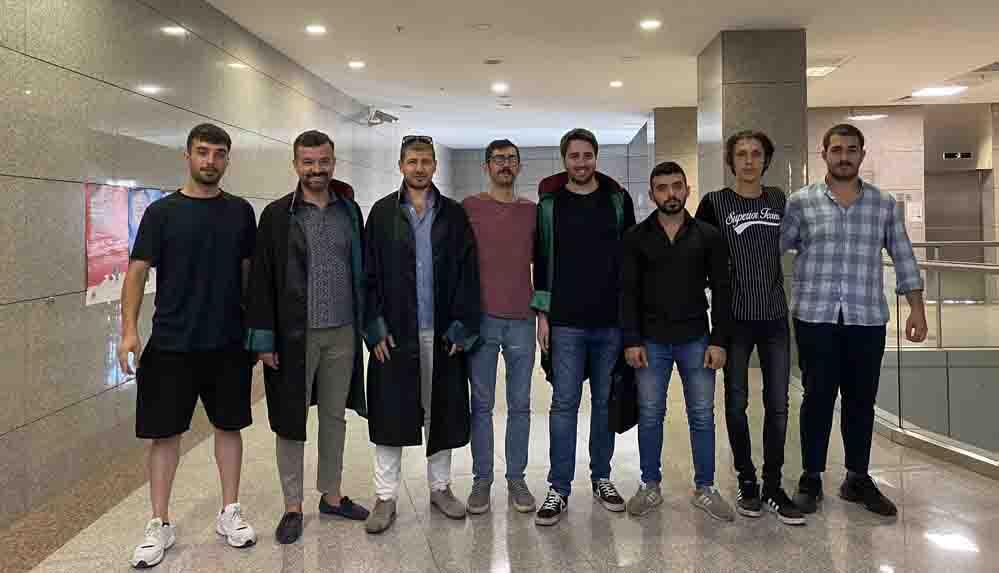 """'Hudut Namustur' pankartlarından sonra gözaltına alınan """"Öfkeli Genç Türkler"""" serbest bırakıldı"""