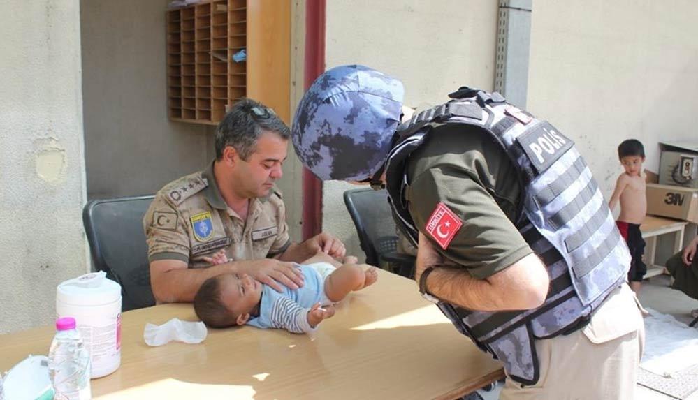 MSB, Kabil'de çocuklara yardım eli uzatan Mehmetçiğin fotoğraflarını paylaştı