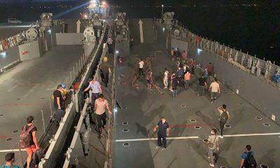 Milas'ta yangın bölgesindeki vatandaşlar Deniz Kuvvetleri Komutanlığı gemileriyle tahliye ediliyor