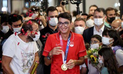 Olimpiyat şampiyonu Mete Gazoz Türkiye'ye döndü