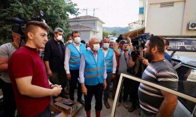 """Selde ailesini kaybeden gençten Kılıçdaroğlu'na, yürek dağlayan sözler: """"En azından bir mezarları olsun"""""""