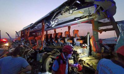 Soma'da tırın otobüse çarpması sonucu 9 kişi öldü, 30 kişi yaralandı