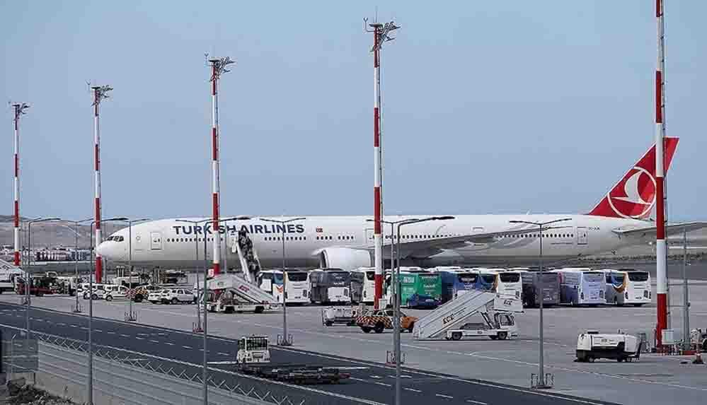 Son Dakika... Afganistan'daki Türk vatandaşları THY uçağıyla İstanbul'a getirildi